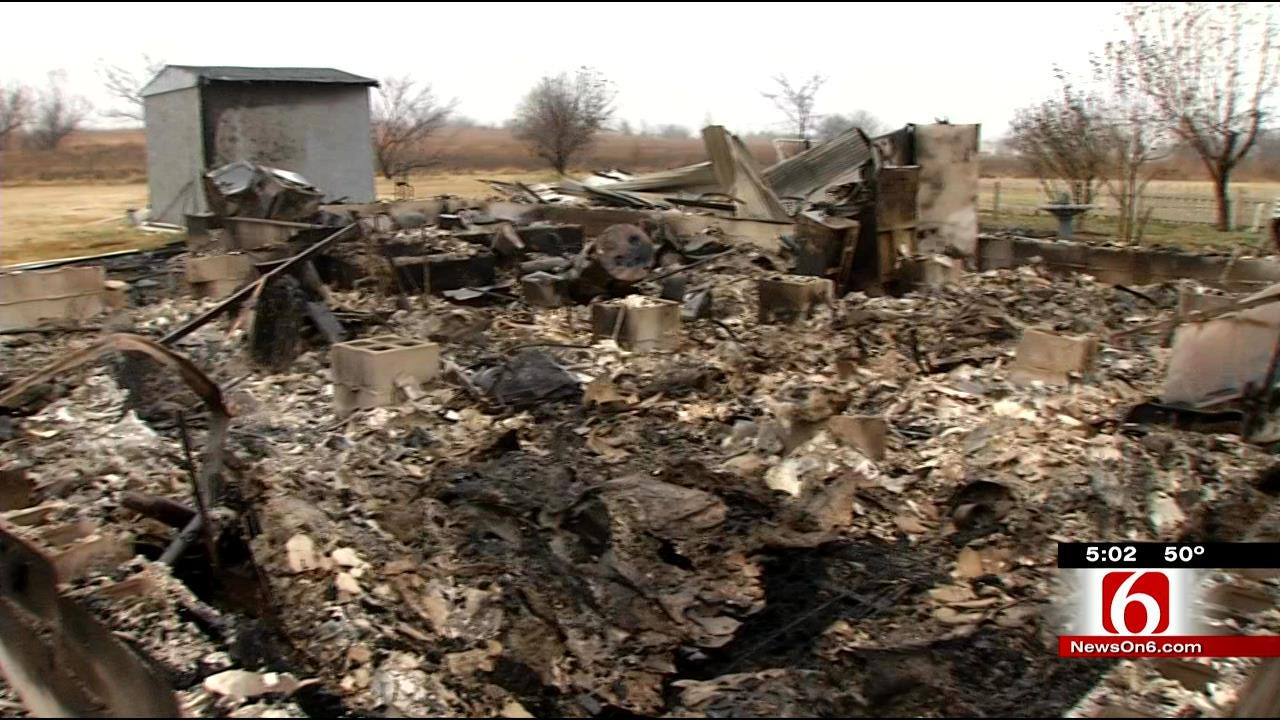 Skiatook Football Team Helps Player, Family After Losing Home To Fire