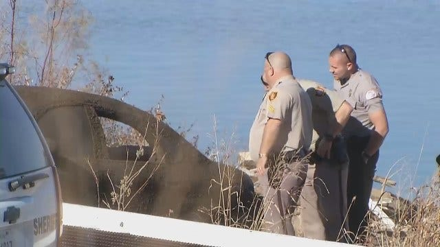 WEB EXTRA: Tulsa County Sheriff's Deputies Investigate Car Found In Arkansas River