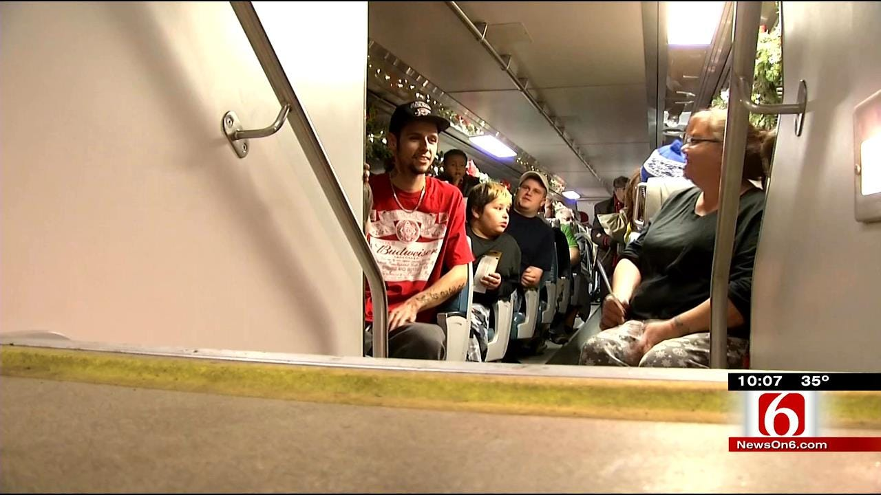 'Polar Express' Train Pulls Out Of Bristow Train Station