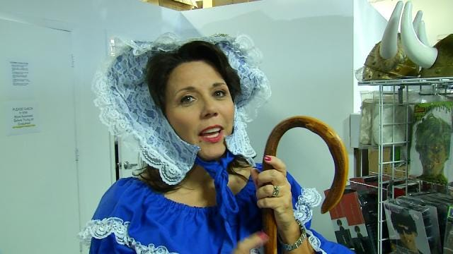 6 In The Morning's LeAnne Taylor Recites Popular Nursery Rhyme Dressed As 'Little Bo Peep'