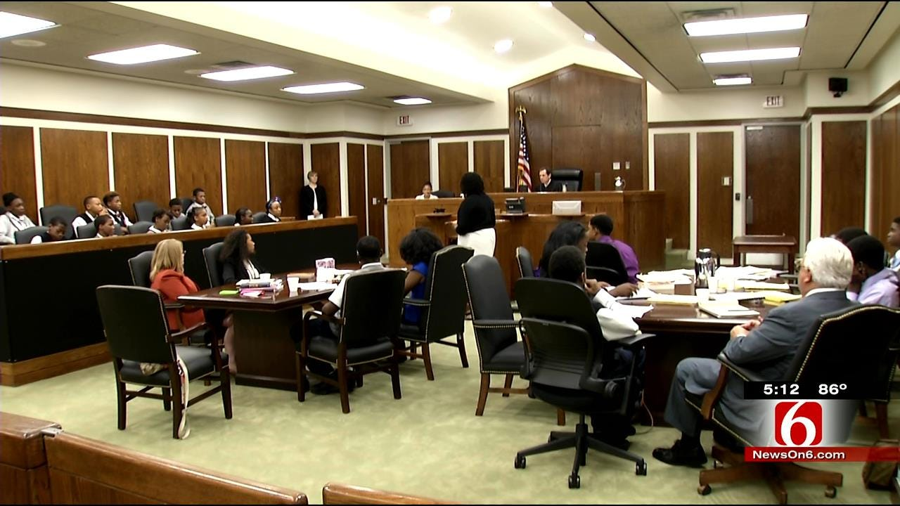 Tulsa 8th Graders Take Part In Mock Trial At Federal Courthouse
