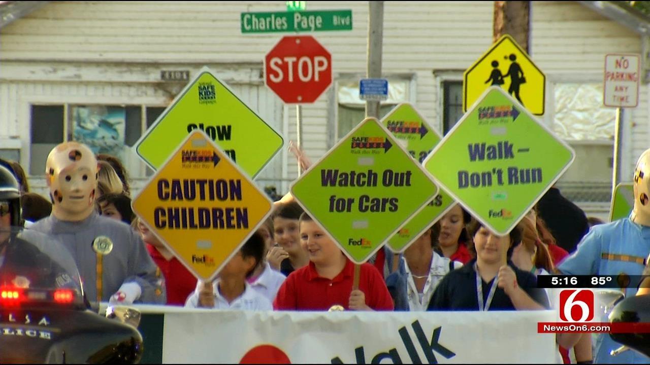 Tulsa Volunteers Stress Safety On Walk Or Bike To School Day
