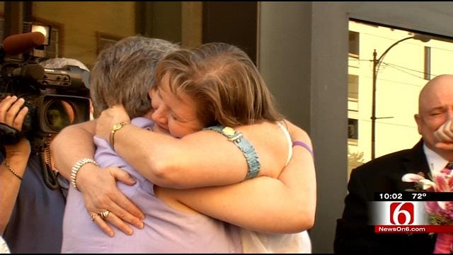 Same-Sex Couple Weds On Tulsa Courthouse Steps