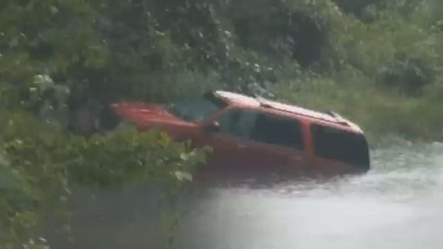 WEB EXTRA: Video Of Flooded SUV At Sahoma Lake Road And Line Street In Sapulpa