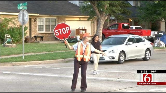 Tulsa School Crossing Guard To Be Honored By City Council