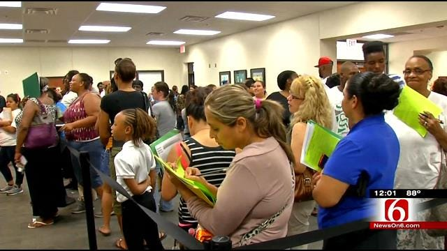 TPS Surprised By Lines of 1,000-Plus Parents On First Day Of School
