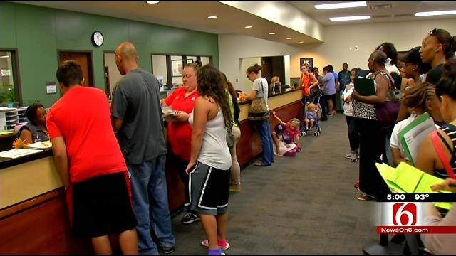 TPS Surprised By Lines of 1,000-Plus Parents At Enrollment Center