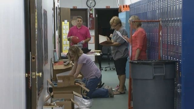 Yale Teachers Walk Into Rain-Soaked Classrooms