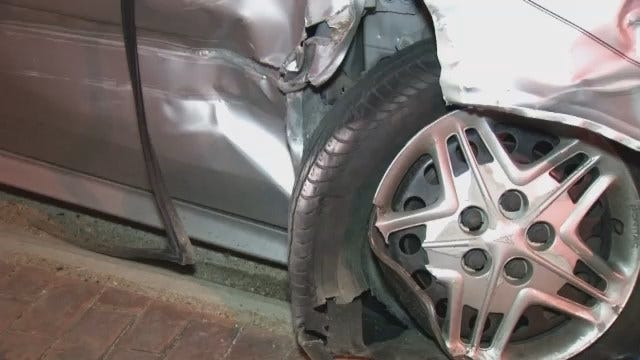 WEB EXTRA: Pontiac Clips Rear Of Semi On Interstate 44