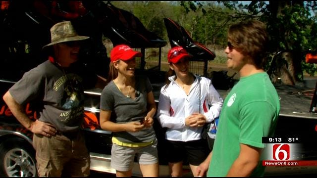 WEB EXTRA: News On 6 Anchors, Meteorologist First Spoonbill Attempt