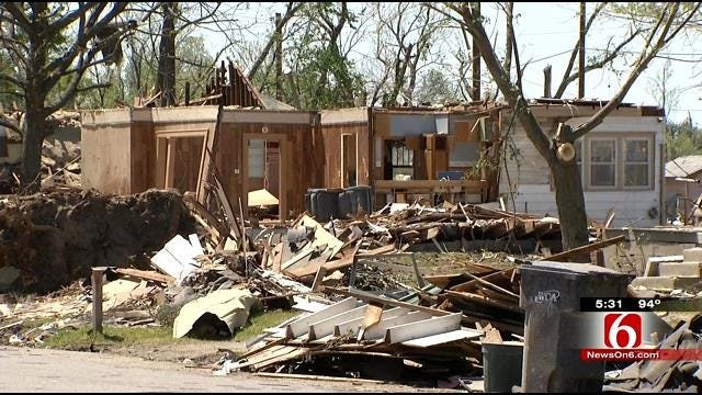 Baxter Springs Residents, Volunteers Sift Through Tornado's Damage