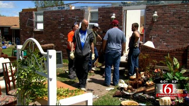 Volunteers Pour In To Help Quapaw Tornado Victims