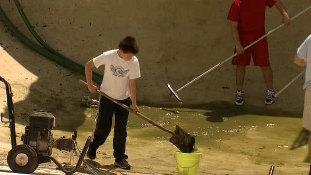 Volunteers Spruce Up Tulsa Community Pool Before Summer