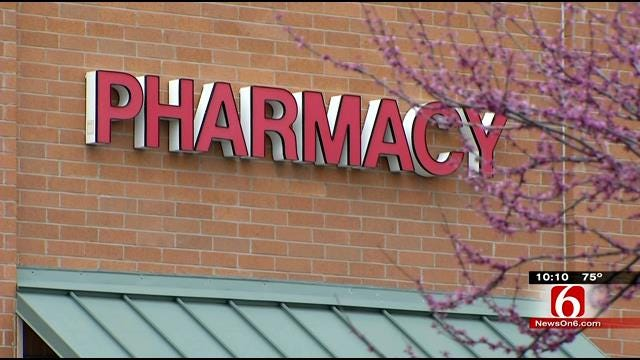 Officer Stops Walgreens Robbery While Shopping