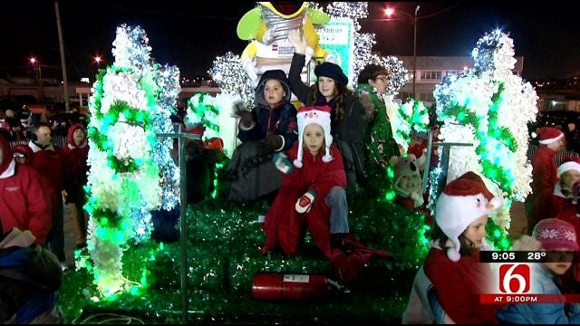 Large Turnout For 2013 Tulsa Parade Of Lights
