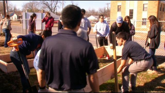Tulsa's Street School Students Get Lesson In Gardening, Engineering