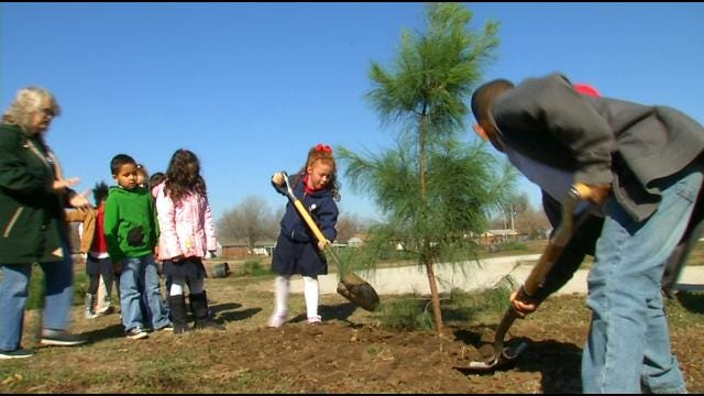 Tulsa Elementary Students Get Landscaping Lesson With Tree Planting