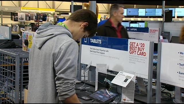 Shoppers Hit Tulsa Retail Stores For Post-Holiday Sales