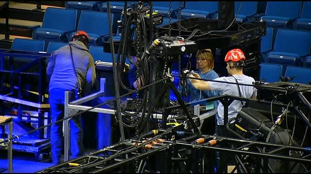 Local Crews Set Up Cirque Du Soleil Stage At BOK Center