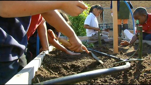 Tulsa MET Students Teach Kids Gardening To Help Fill Food Bank