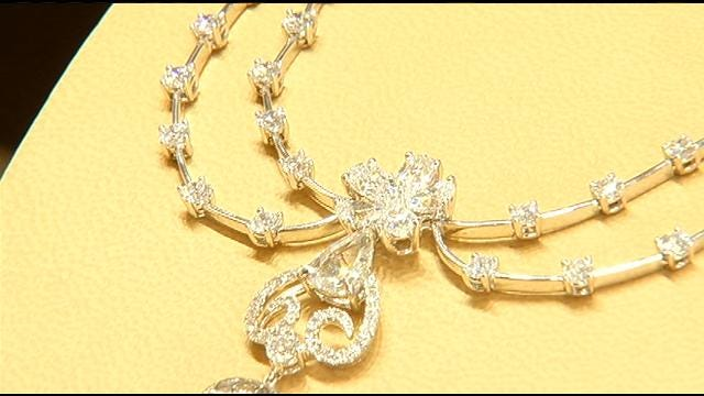Moody's Jewelry Features Special Red Carpet Collection