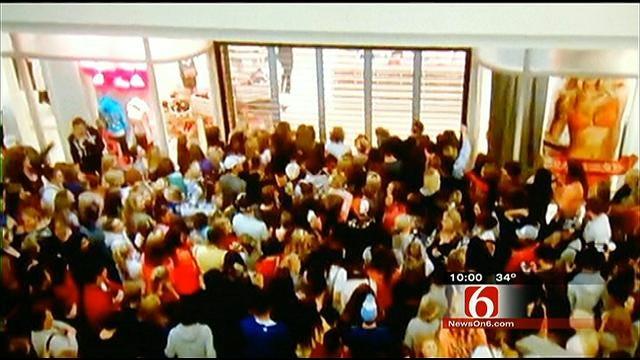 Caught On Video: Mayhem At Tulsa Victoria's Secret On Black Friday