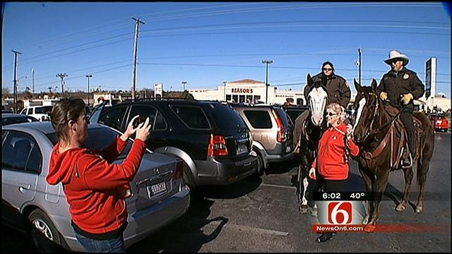 Mounted Patrol Officers Look Out For Shoppers During Holiday Season