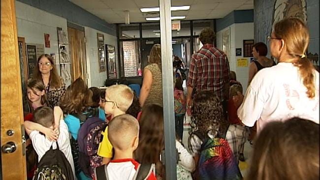 WEB EXTRA: Video Of Mannford Elementary Students Heading To Class On First Day Of School