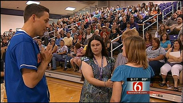 Mannford School Staff Victimized In Wildfire Surprised With Concert Tickets