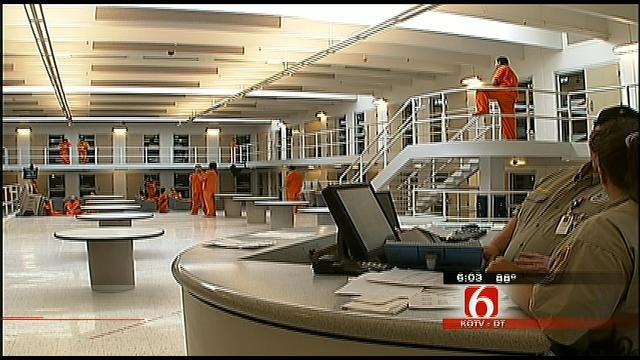 Alleged Imposter Takes Money to Get Out of Tulsa County Jail