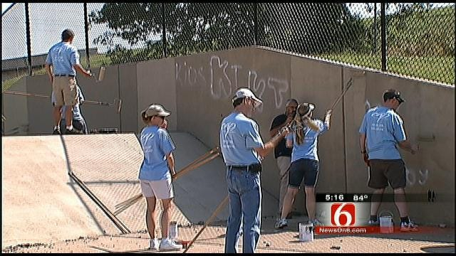 Tulsa Volunteers Team Up To Clean Up Graffiti