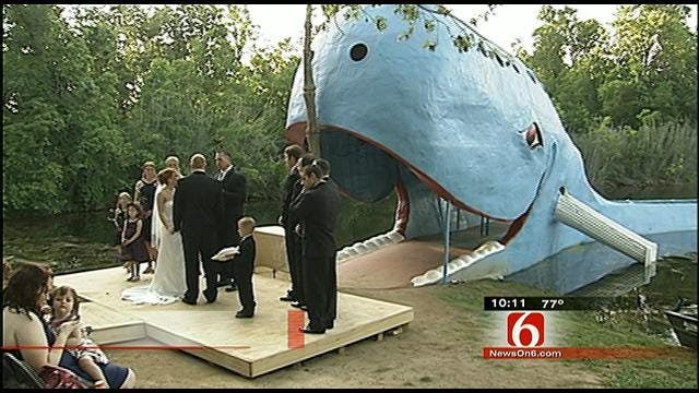Couple Tie The Knot At Catoosa's Blue Whale