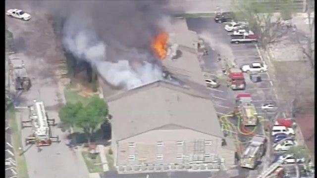 WEB EXTRA: SkyNews6 Flies Over Tulsa Apartment Fire