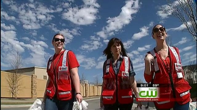 Red Cross Volunteers Help TU Students Prepare for Storm Season