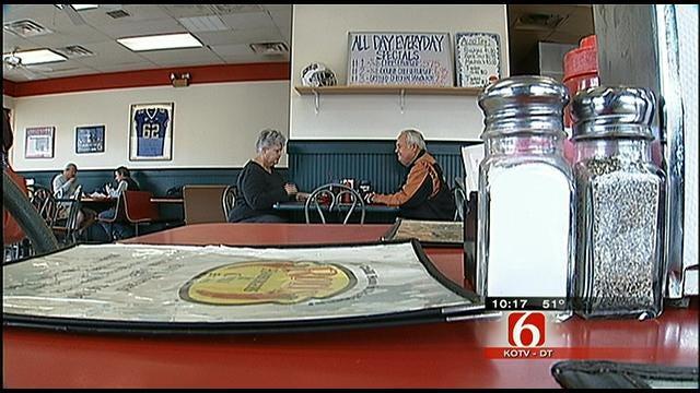 Tulsa Waitress Gives Stranger With 'Death Sentence' Kidney
