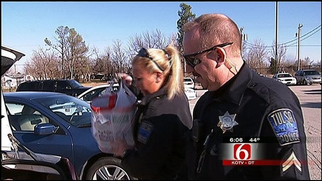 Tulsa Police Spread Christmas Cheer