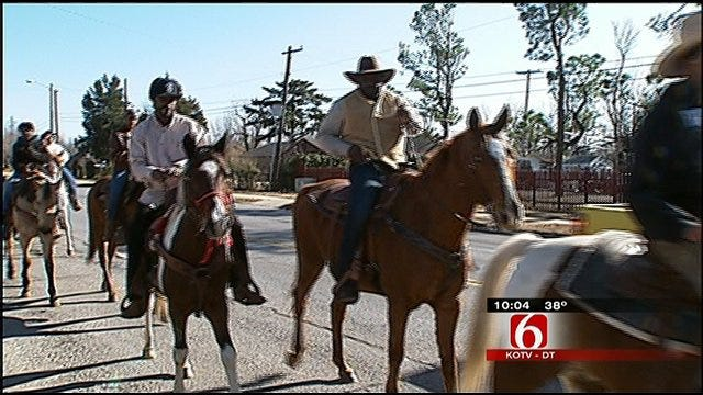 Tulsa Low Riders Saddle Up For Toys For Tots