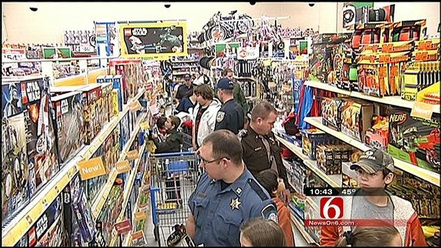 Green Country Kids In Need 'Shop With A Cop' For Christmas