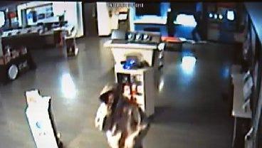 WEB EXTRA: Suspects Burglarize Tulsa Cell Phone Store