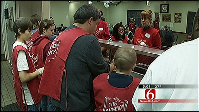 Volunteers Dish Out Christmas Kindness