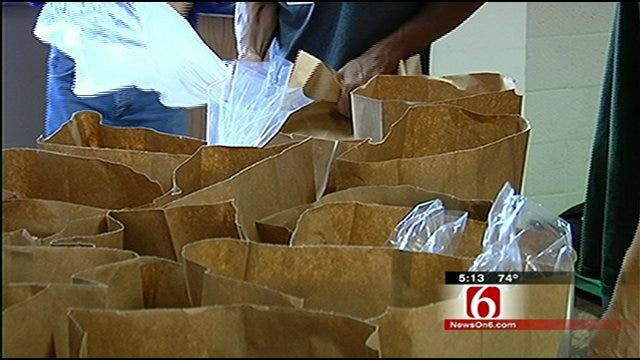 918.Moms: Owasso Athletes Help Feed The Hungry