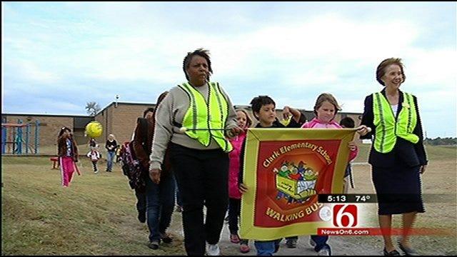 'Walking Bus' Helps Keep Tulsa Elementary Students Safe
