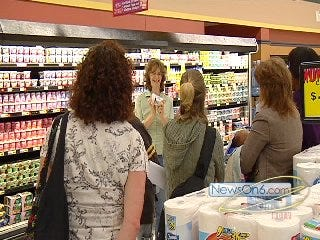Volunteers With The Parent Child Center Teach Nutrition On Shopping Trip