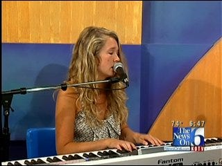 Tulsa Musician Sunday Lane Performs On Six in the Morning