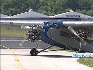 Vintage Ford Tri Motor Offers Flyers a Glimpse at Aviation's Past