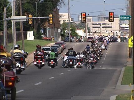 Veterans Escort Vietnam Memorial From Tulsa To Norman