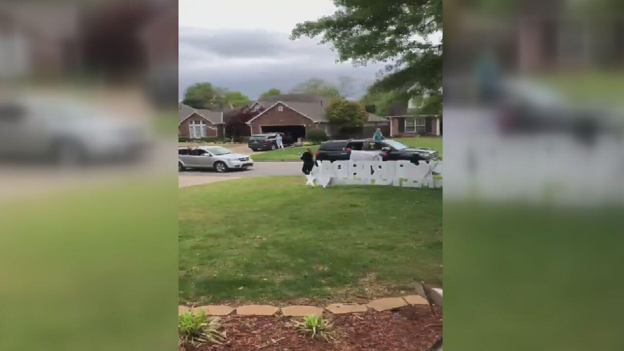 Tulsa Pre-Schoolers Surprise Teacher With Birthday Parade