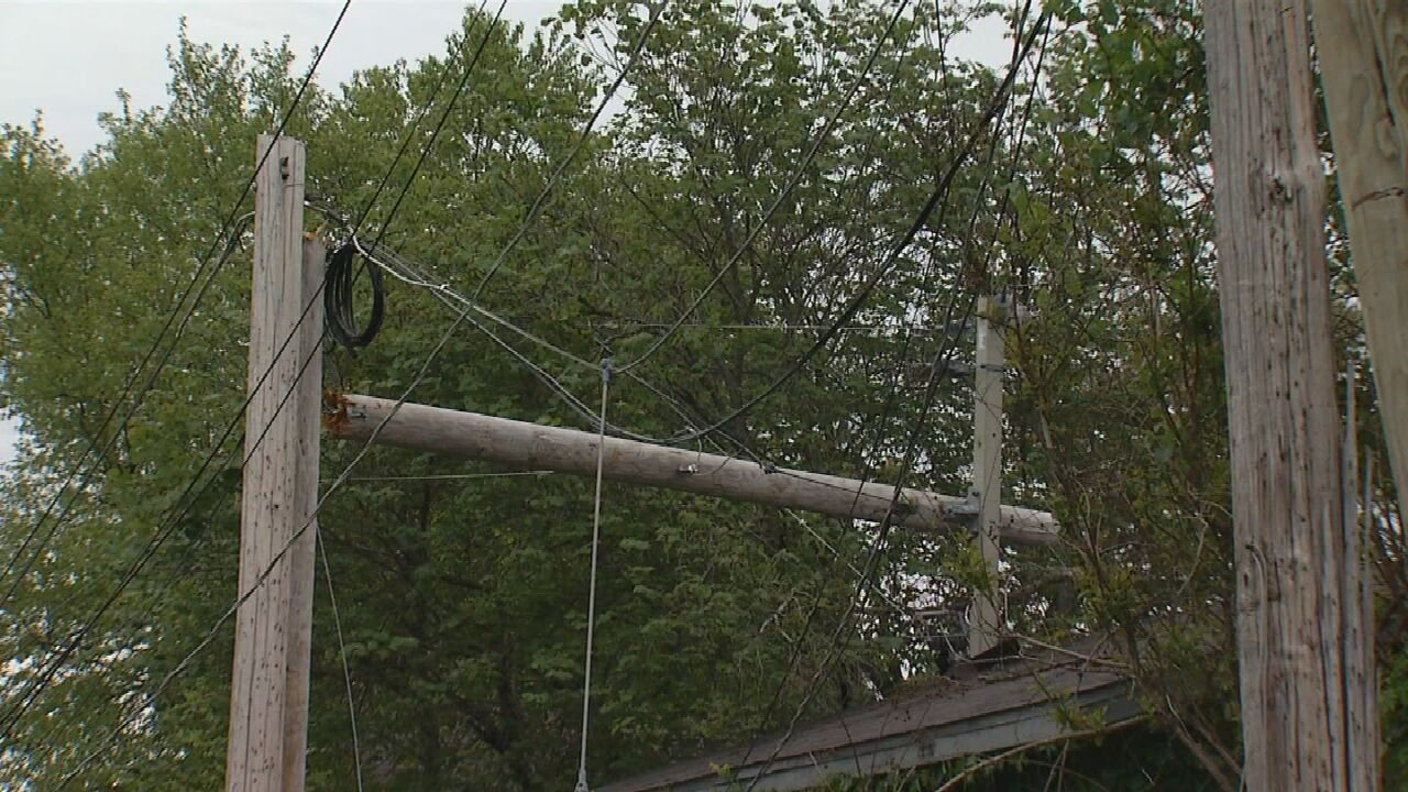 Some Prattville Residents Without Power After Moving Truck Crashes Into Power Line Pole