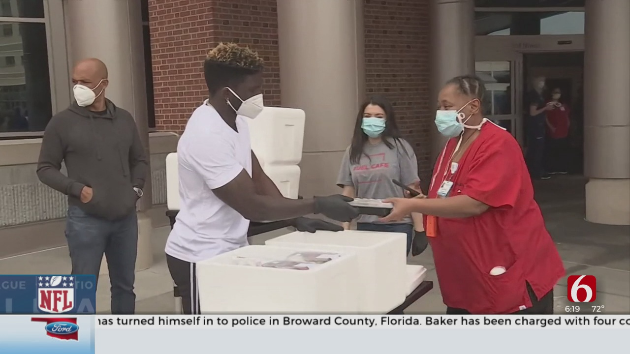 Former Cowboy Tyreek Hill Helps Provide Meals For Healthcare Workers