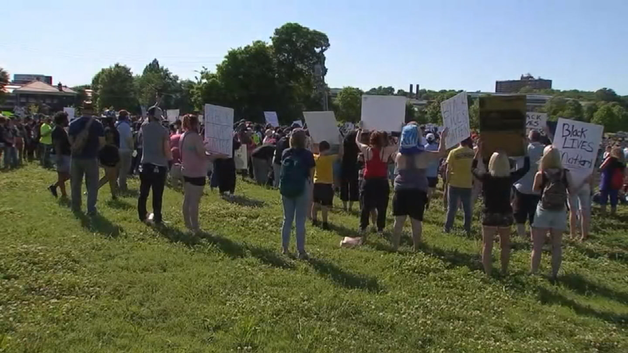 Health Experts Worry About Possible Increase Of COVID-19 Following Protests